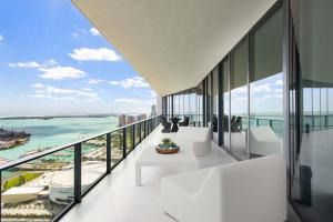 Kick back on any one of four terraces and enjoy the ocean air and commanding views of Miami Beach, the Design District, and Downtown Miami.