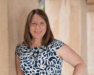 Lynda Sunshine West, 6X bestselling author, speaker, executive film producer, philanthropist