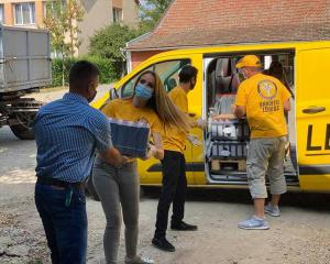 Their van filled with food and cleaning supplies, Volunteer Ministers from the Church of Scientology Budapest help the town of Csökmő get through the pandemic safe and well.