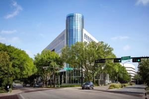2401 Cedar Springs presents a revitalized image to Uptown Dallas.